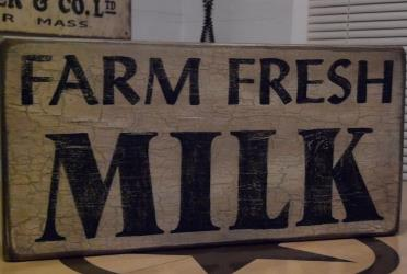 farm-fresh-milk-sign