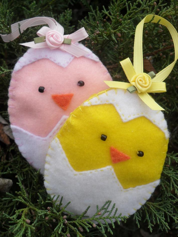 Handmade easter chicks in egg basket and tree ornaments on - Easter egg tree decorations ...