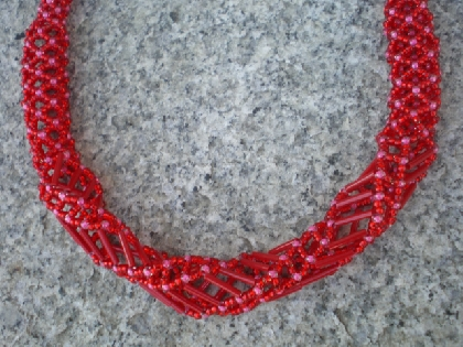 Red Hollow Net Stitch Necklace