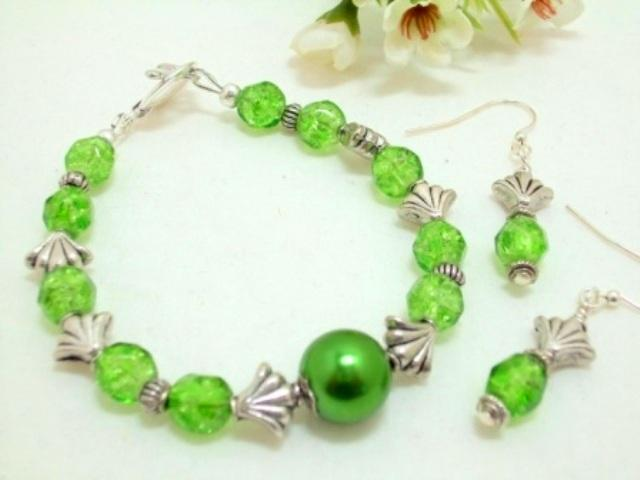 Rosas Garden Green and Silver Bracelet and Earrings