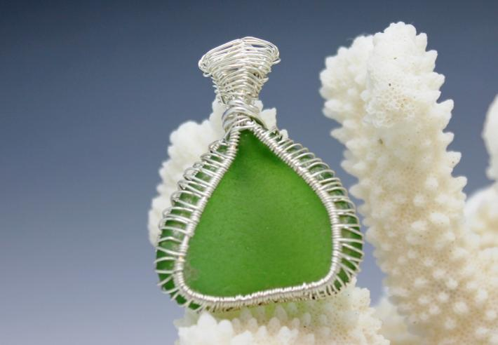 Emerald Green Wrapped Sea Glass Pendant G002