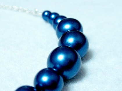 Beautiful Deep Sea Blue Vintage Graduating Pearls Smiling Bar Necklace