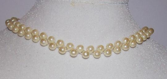 Off white Pearl choker