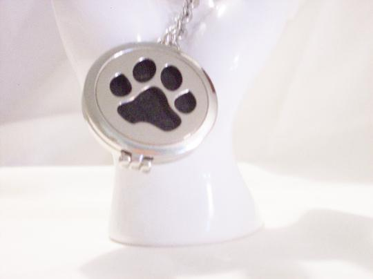 Dog Paw perfume diffuser key chain