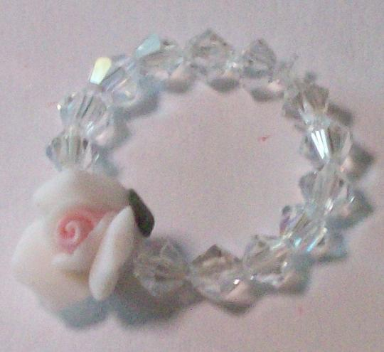 Porcelain flower crystal ring 4 mm crystals stretch ring