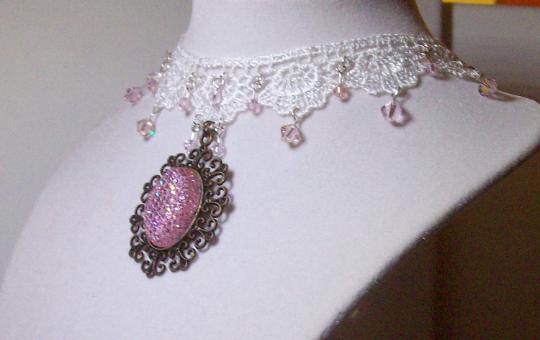 Pink pendant choker