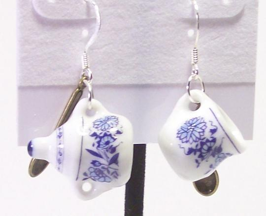 Porcelain tea cup earrings Dutch Delfts blue pattern
