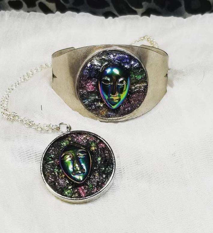 Electroplated Quartz Cuff Necklace Set