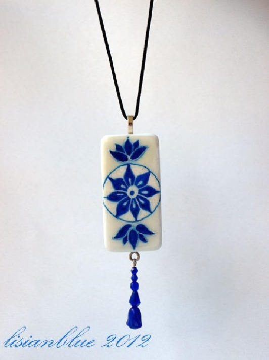 Domino Art Pendant Blue and White Art Nouveau dp0026