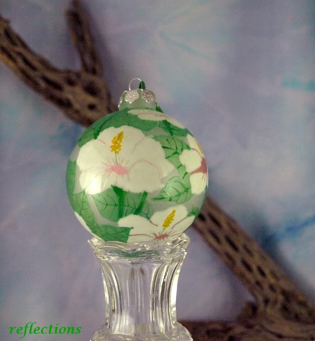 Snowy White Hibiscus Flowers Keepsake Ornament go112