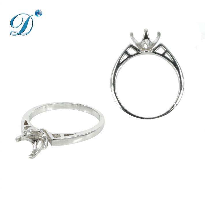 Solitaire Ring with 4 Prongs for 8mm Stones in Sterling Silver