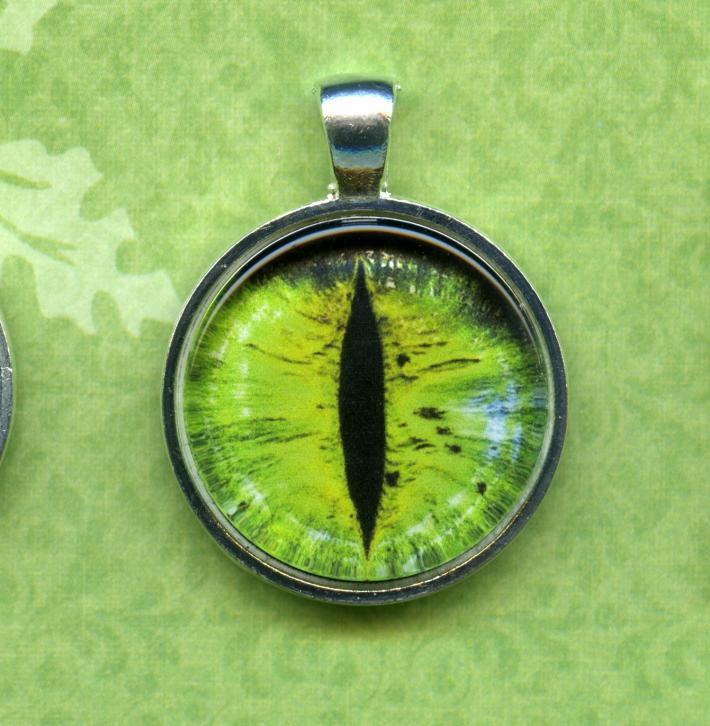 Green Cat Eye Round Glass Tile 1 inch Diameter Pendant Necklace Silver Bezel Setting