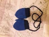 Child size mittens with connection string