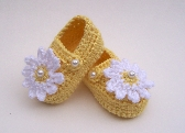 Crocheted Mary Jane Shoes Booties 3 to 6 Months Yellow with White Daisy