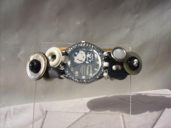 HELLO KITTY rhinestone and silver faced button watch