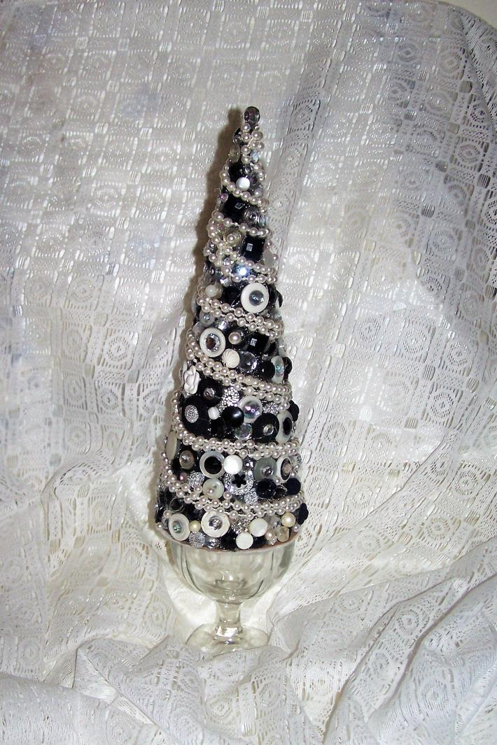 OOAK ART DECO INSPIRED PEARL AND EBONY VINTAGE BUTTON AND COSTUME JEWELRY TREE
