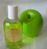 fruity and moisturizing apple shower gel