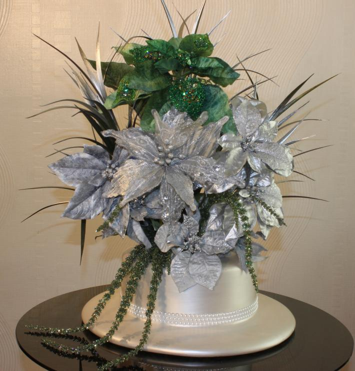 Ladies Pearl Hat Vase