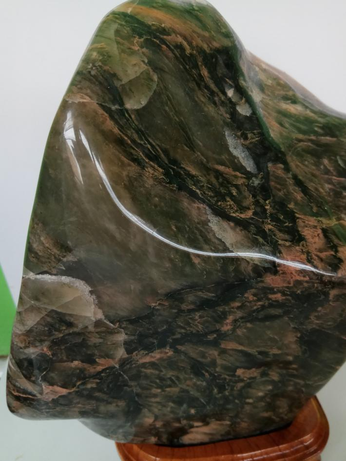 Green quartz stone craft polished for display 8300 gr