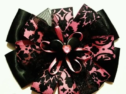 black and pink stacked bow