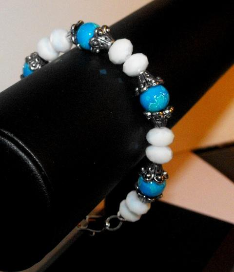 Pearly White and Deep Teal Beaded Bracelet