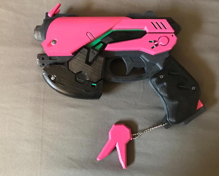 Overwatch DVA Gun and Headset Replica pkg