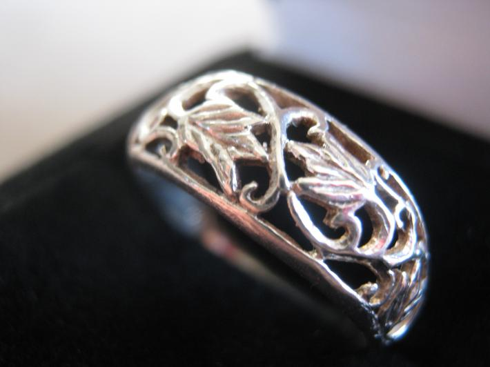 Filigree Leaf Motif Sterling Silver Ring