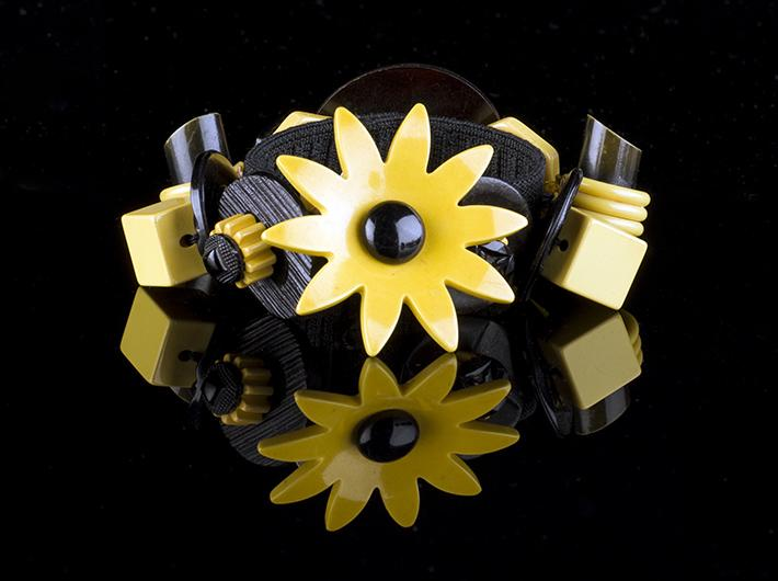 Black Eyed Susan Bakelite Bracelet by Uniqlets