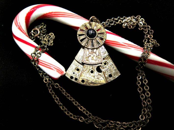 Vintage Elegance Pendant Necklace