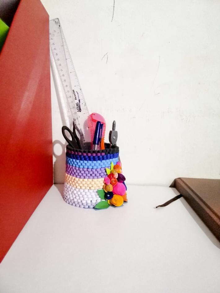 handmade paper quilling pencil box