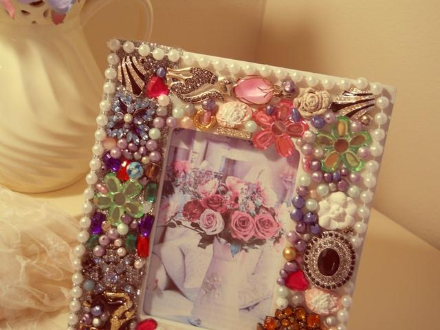 1 Bejeweled Pictureframe shabby chic handmade vintage jewelry pearls designer made Photo Frame