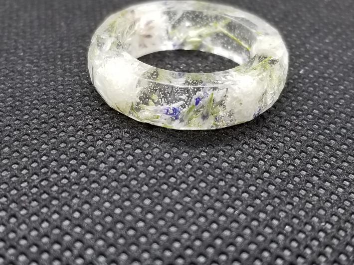 Floral resin ring