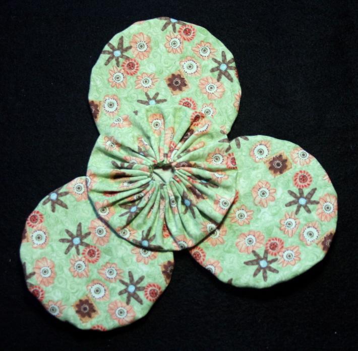 Fabric Yoyos in Green and Orange