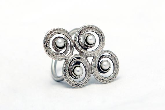 Elegant Silver Snail Pearls Ring