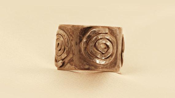 Antique Silver Ring Decorated With Mussels