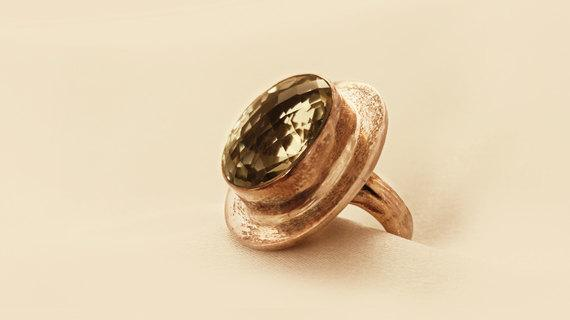 Luxurious Silver Ring With Green Amethyst