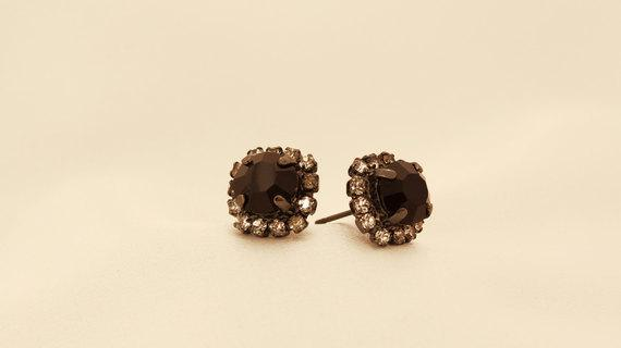 Mounted Linked Earrings With a Black Crystal Stone