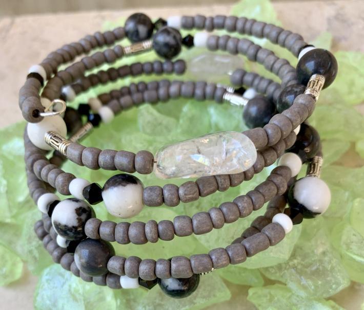 Handmade Memory Wire Bracelet Semi Precious Stones Agate Glass Beads Gray Black White 22