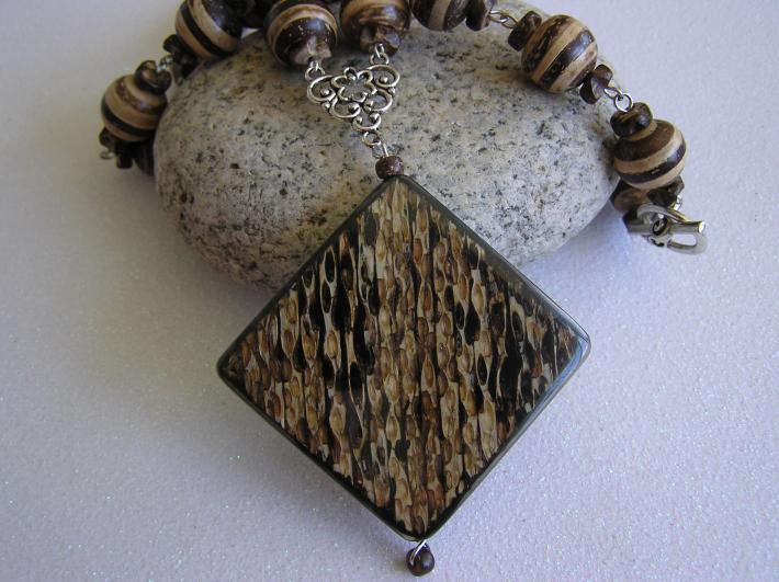 Wooden Beauty Necklace