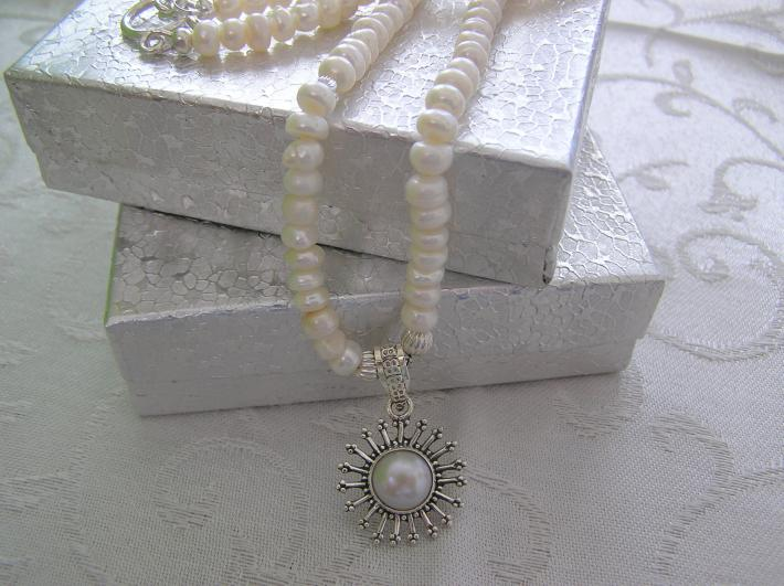 Sunburst of Pearls              Pearl Necklace