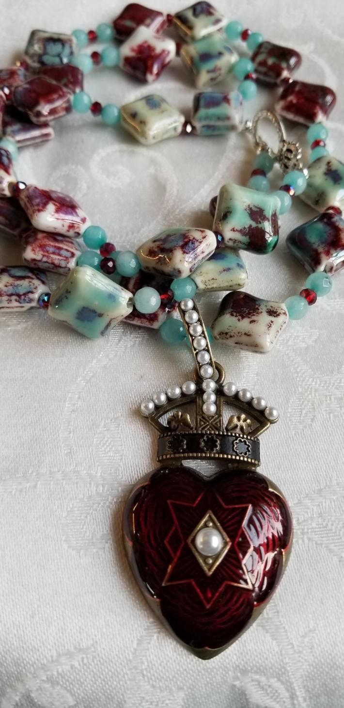 Queenly Reminder            Fun Necklace