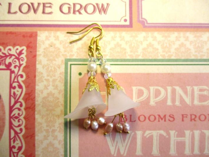 White Calla Lily Flower and Pearl Gold Tone Earrings