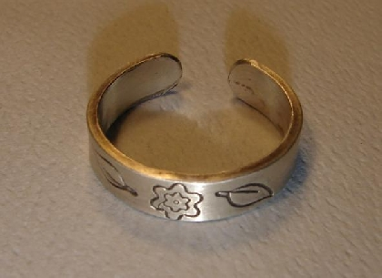 Sterling silver toe or finger ring with flower and leaf design