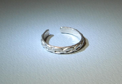 Sterling silver toe ring with braided pattern