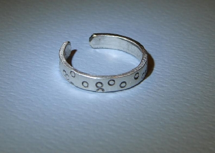 Toe ring in sterling silver with polka dots