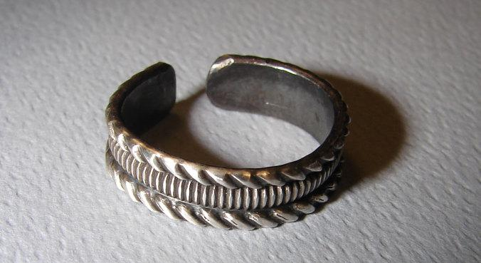 Sterling Silver Toe Ring with Grooved Geometric Pattern