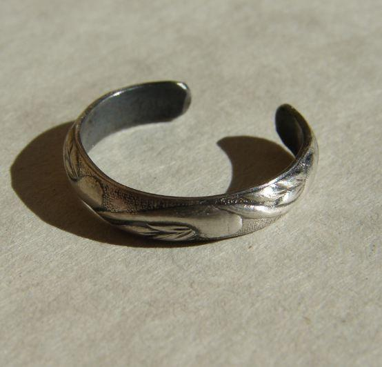 Sterling Silver Toe with Swirling Leaves