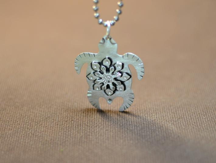 Marine turtle necklace with sea flower in sterling silver